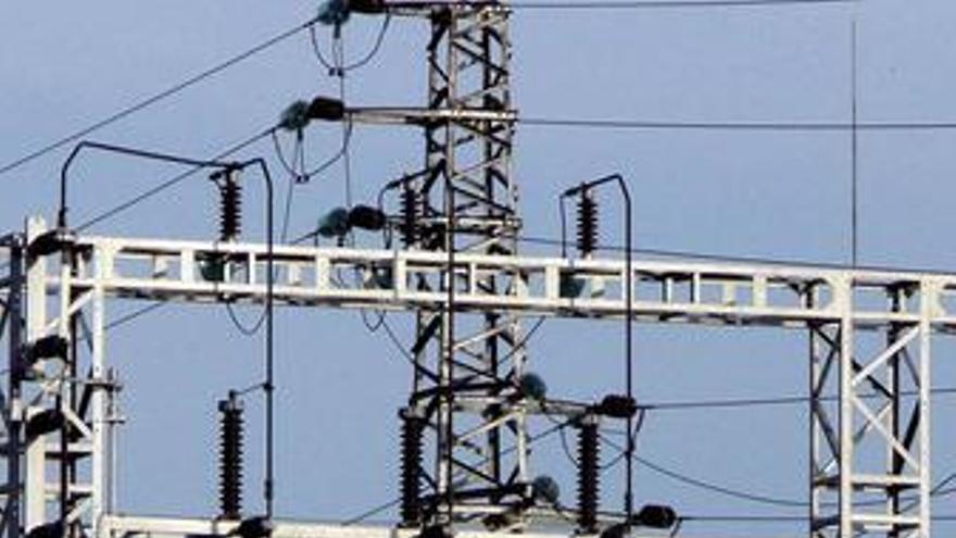 Industria propone subir un 4% la luz