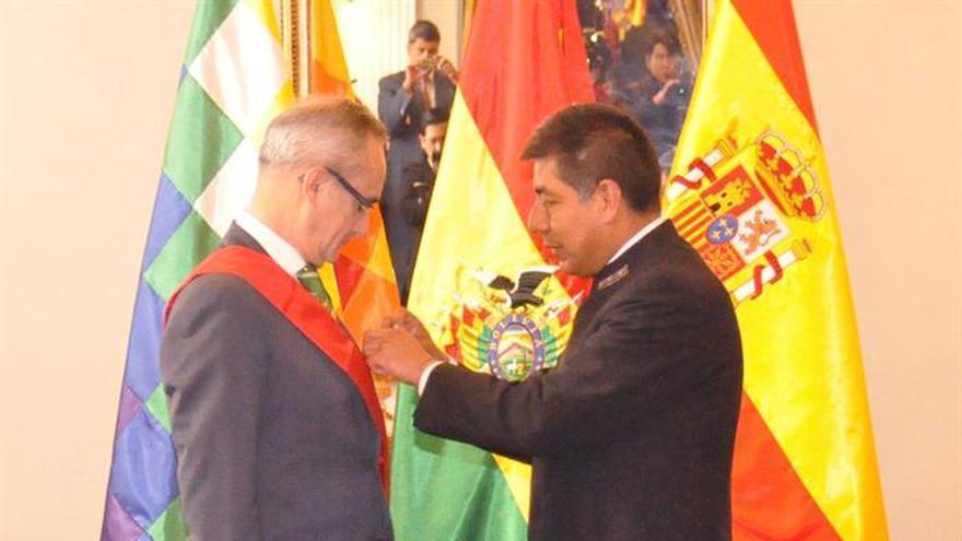 Bolivia otorga la mayor condecoración al embajador de España al final de su misión