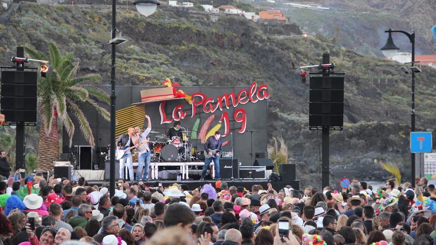 Actuación del grupo Salvapantallas.