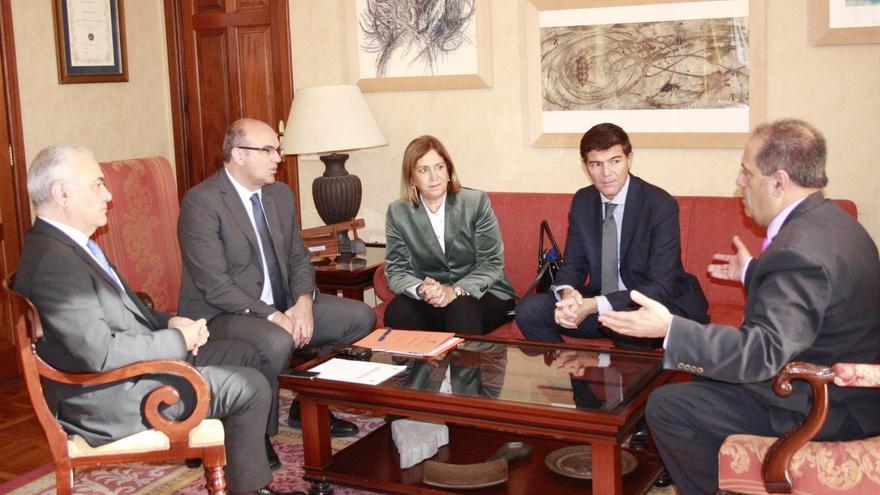De izquierda a derecha, Miguel Ángel Morcuende; Anselmo Pestana, Mercedes Roldó, Guillermo Díaz y José Luis Perestelo.