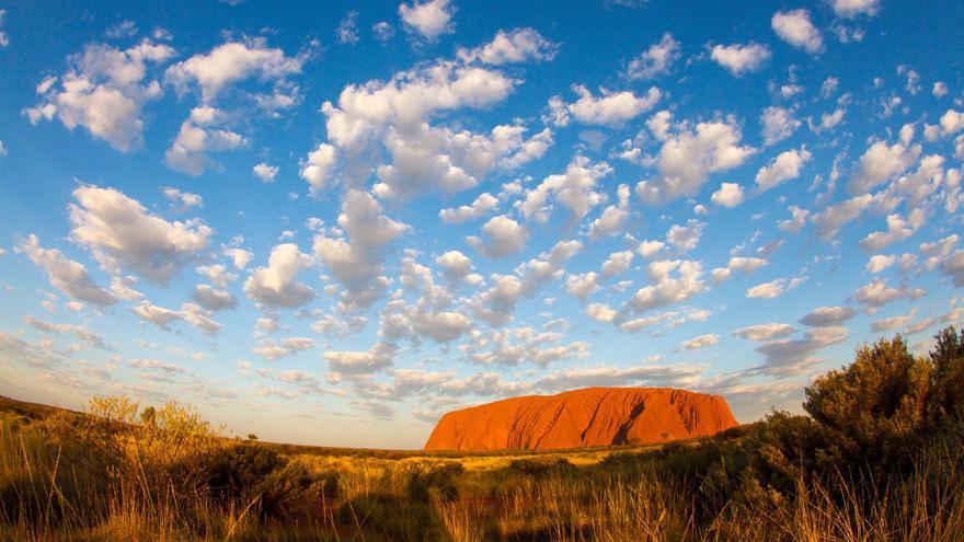 El monte Uluru es el gran símbolo del 'Centro Rojo' Australiano; un símbolo que trasciende las creencias de los aborígenes australianos y alcanza a toda la nación.Tchami