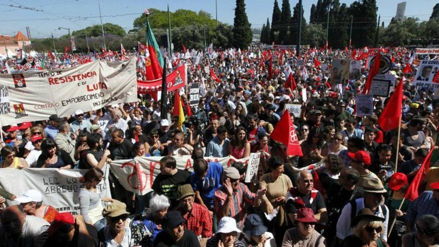 http://images.eldiario.es/internacional/Imagen-protestas-Portugal-Captura-RTP_EDIIMA20130525_0267_13.jpg