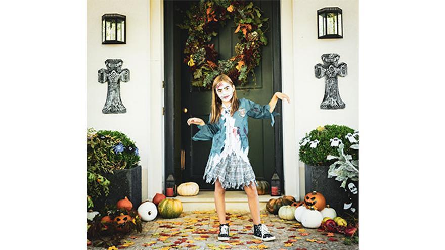 Disfraz de estudiante zombie niña.