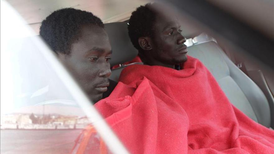Localizan una patera con siete inmigrantes en el Estrecho
