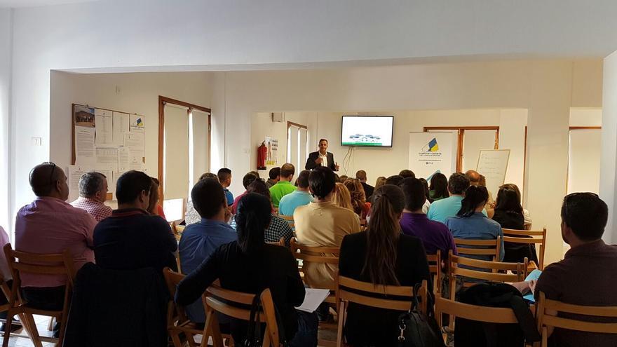 Un momento de la conferencia de Miguel Ángel Daswani.