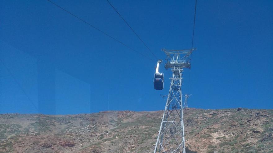 Cabina del teleférico del Teide ya en funcionamiento, este sábado, tras la parada de seguridad