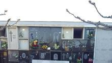 Aparece una esvástica pintada en el monumento a las víctimas de Mauthausen en el cementerio de Vinaròs