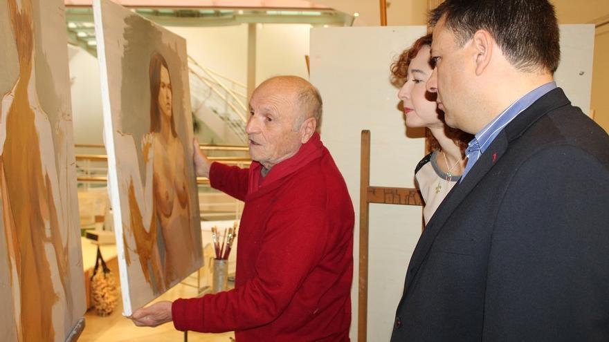 Antonio López ha vuelto a la ciudad de Albacete donde desarrollará la cátedra de pintura toda esta semana.