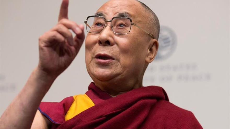 Ovación al dalái lama en la Eurocámara tras su discurso de unidad y respeto