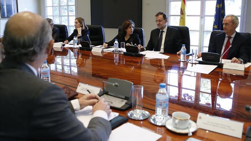 Rajoy: Es mejor pecar por exceso que por defecto en la unidad de los partidos