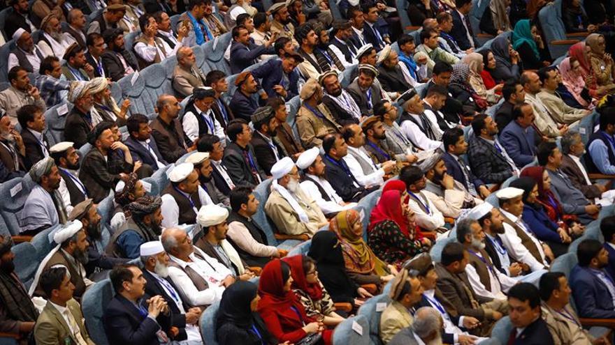 """La gran consulta sobre la paz pide un alto el fuego y diálogo """"intra-afgano"""""""