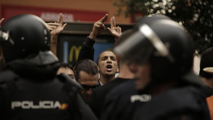 Se vivieron algunos momentos de tensión entre la policía y los manifestantes, aunque no se produjeron disturbios.