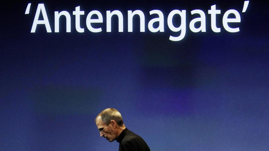 Steve Jobs durante la conferencia especial de Apple ante el caso 'antennagate'