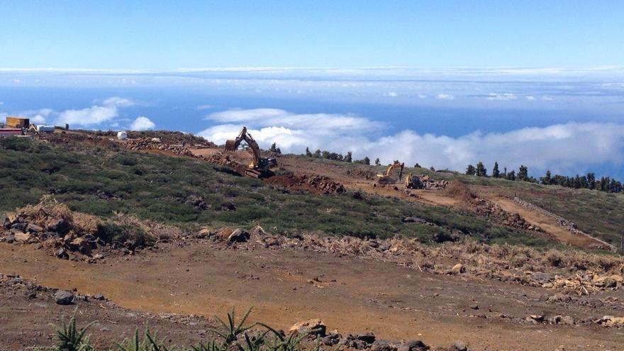 En la imagen, las obras del futuro Centro de Visitantes del Roque, en las cumbres de Garafía, este viernes.
