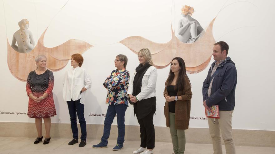 La alcaldesa de Camargo, durante la inauguración de una exposición en La Vidriera