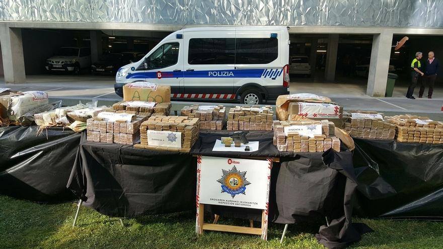 """La Policía Municipal de Bilbao detiene a tres personas y decomisa 450 kilos de hachís, el """"mayor alijo de su historia"""""""