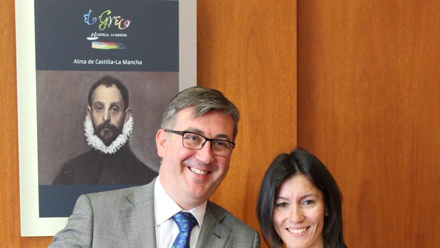 Vanessa Veiga recibió una beca de Castilla-La Mancha Olímpica 2014 (CLAMO) por parte del Gobierno regional. En la foto aparece con el consejero de Educación, Marcia Martín / Foto: JCCM