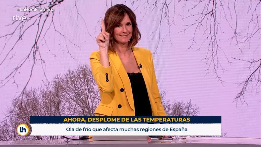 Mónica López, negando con el dedo