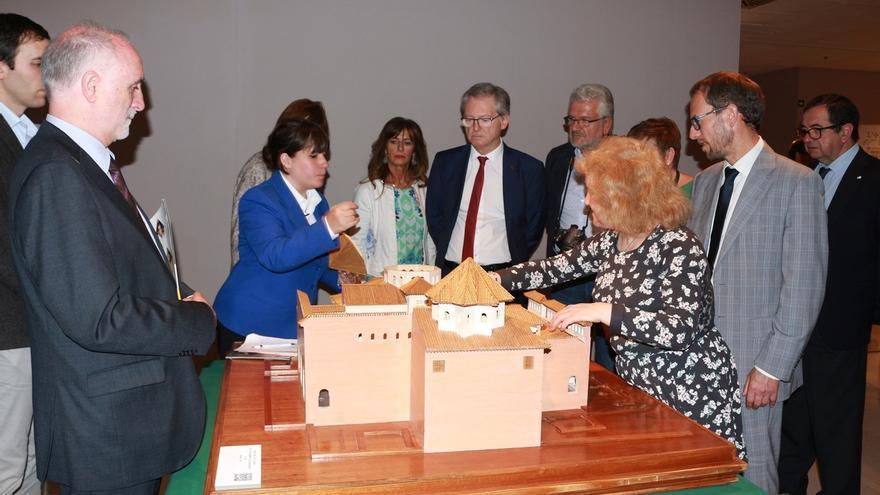 La ONCE expone en Bilbao obras de arte de invidentes y objetos y utensilios pertenecientes a su Museo Tiflológico