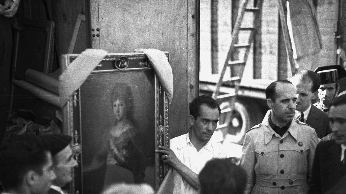 Llegada a Madrid de las obras procedentes de Ginebra en septiembre de 1939. En la foto la obra 'El infante Francisco de Paula Antonio de Borbón y Borbón-Parma' de Goya