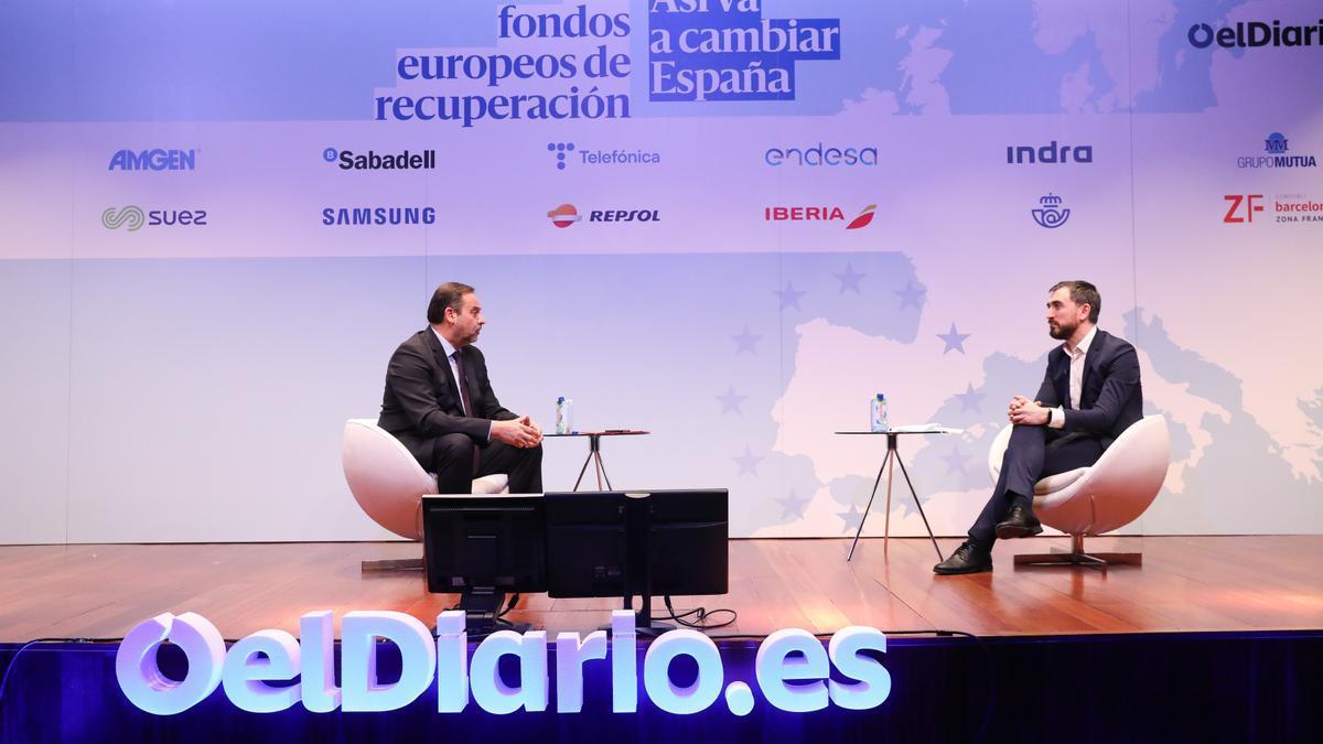 José Luis Ábalos, ministro de Transportes, e Ignacio Escolar, director de elDiario.es.