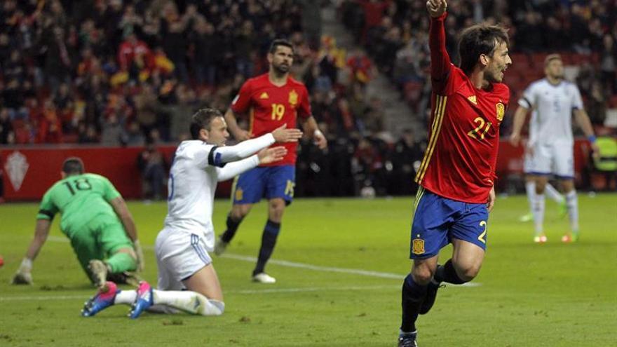 Silva celebra el primer gol de España ante Israel en el estadio de El Molinón, en Gijón. EFE/José Luis.