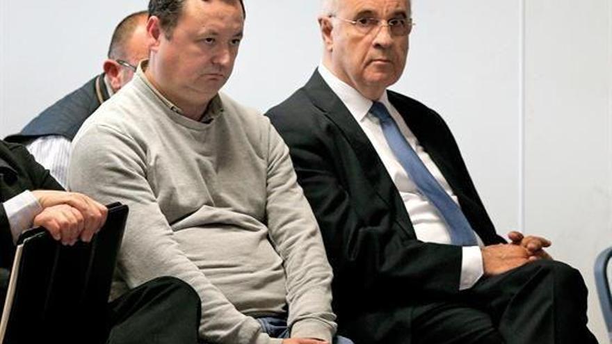El ex conseller Rafael Blasco, a la derecha, junto al empresario Augusto César Tauroni en el banquillo de los acusados