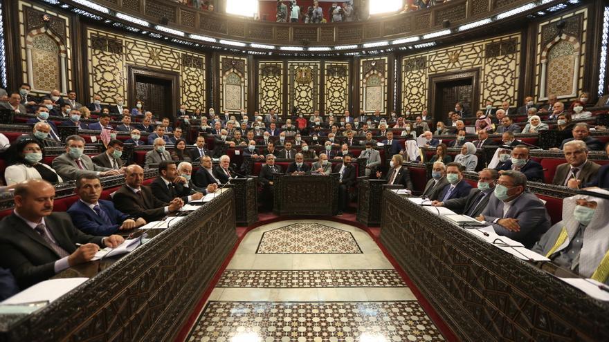 Un exviceministro y un líder opositor se enfrentarán a Al Asad en los comicios presidenciales