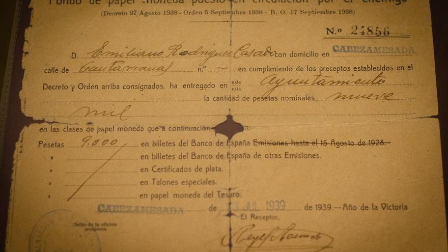 Recibo de las 9.000 pesetas entregadas por Emiliano Rodríguez