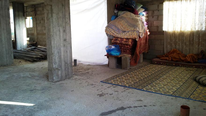 La casa incompleta de Shadi debido al alto coste y escasez de materiales de construcción/ Foto: Isabel Pérez, mayo 2014.