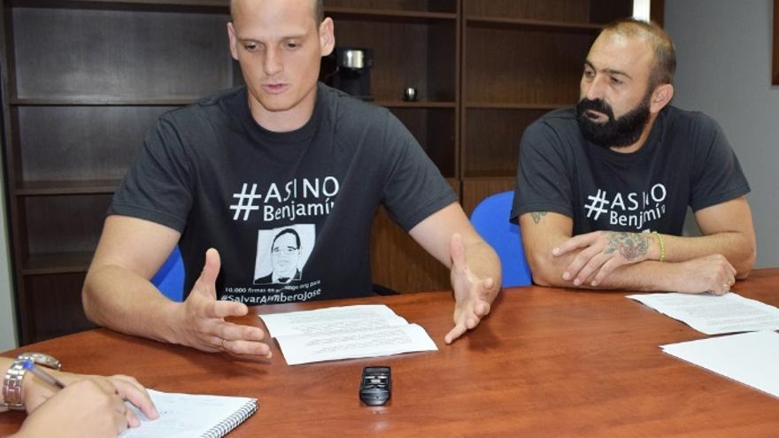 Alejandro Plans y Gabriel Luján, representantes sindicales de UGT y miembros de la Asociación Provincial de Bomberos