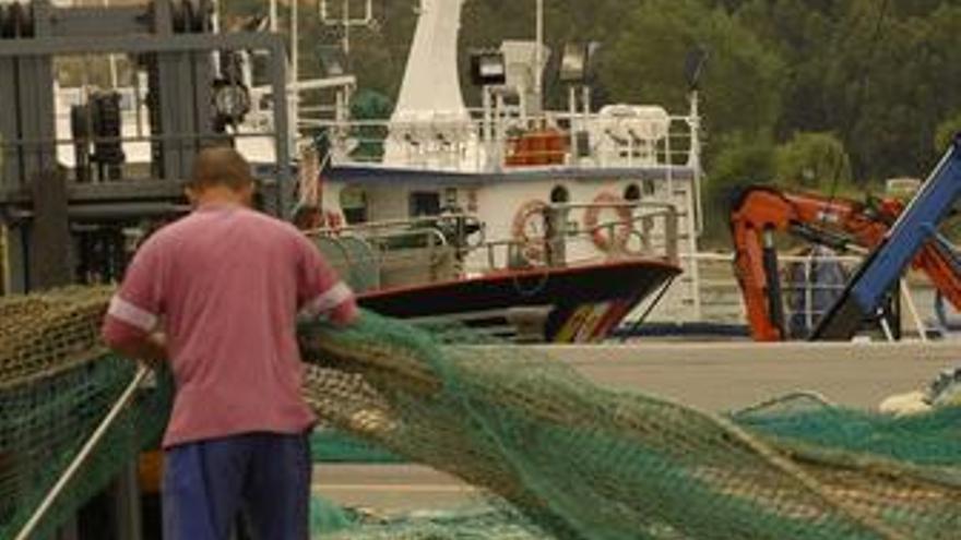 Hombre se dispone a pescar en Asturias