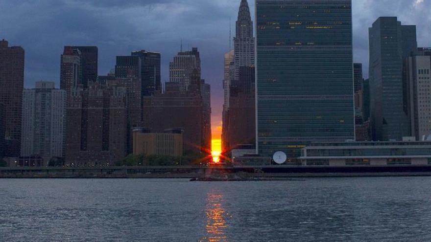 "El ""Manhattanhenge"" ilumina el puente a Nueva York"