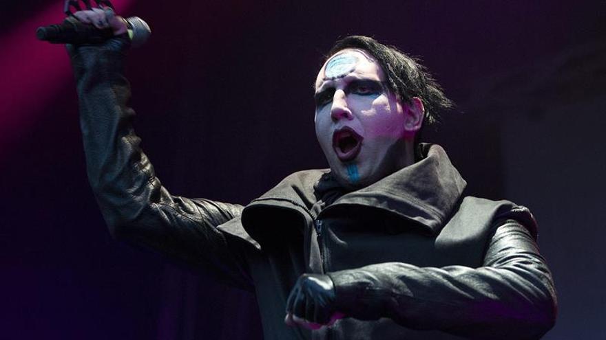 Marilyn Manson, herido tras caerle un decorado encima durante un concierto