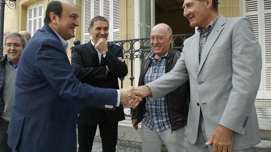 "El Foro Social urge a ETA un desarme ""total y definitivo"""
