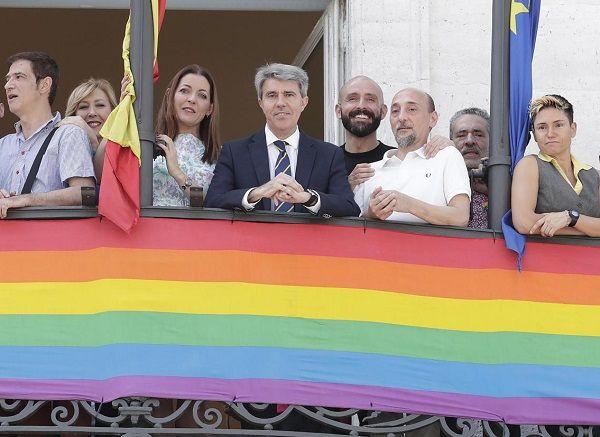 Garrido en su reunión con el colectivo LGTB por el Orgullo 2018 | Comunidad de Madrid