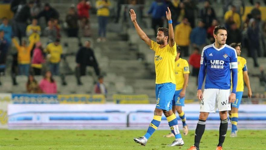 El delantero brasileño, William José, celebrando el gol que dio el triunfo a la UD Las Palmas frente al betis en el Estadio de Gran Canaria.