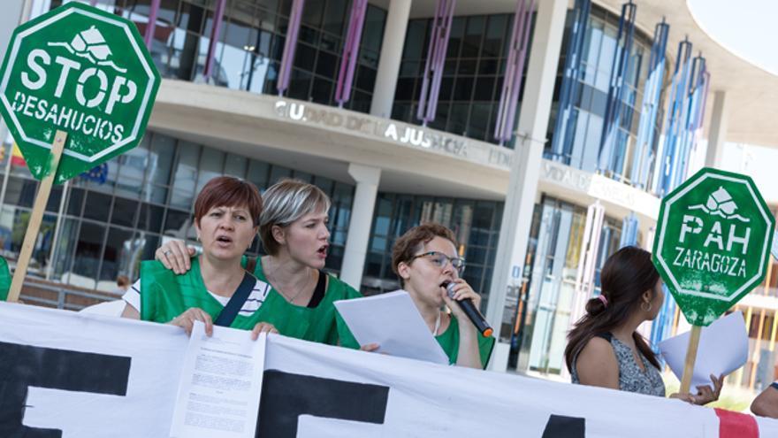Imagen de archivo de una protesta de la PAH en la Ciudad de la Justicia de Zargoza
