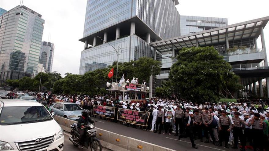 Protesta en Indonesia contra Facebook por cerrar cuentas de grupo islamista