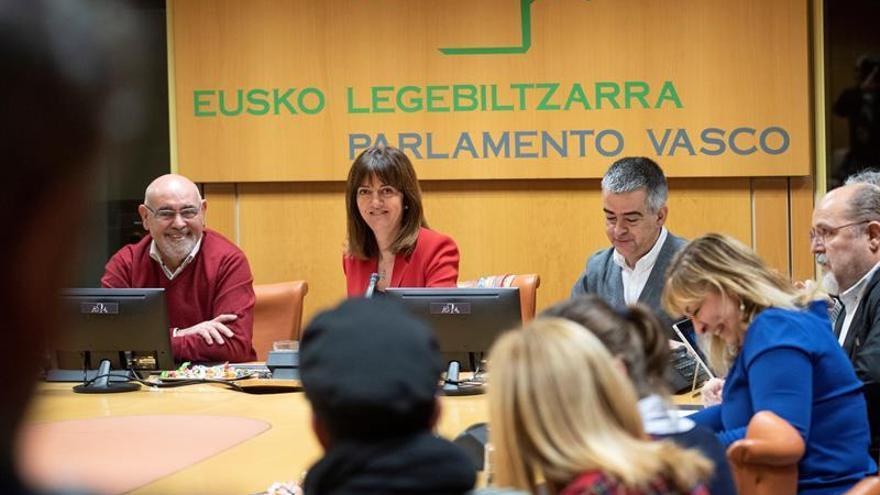 Mendia ensalza su coalición con el PNV para frenar extremismos en Euskadi