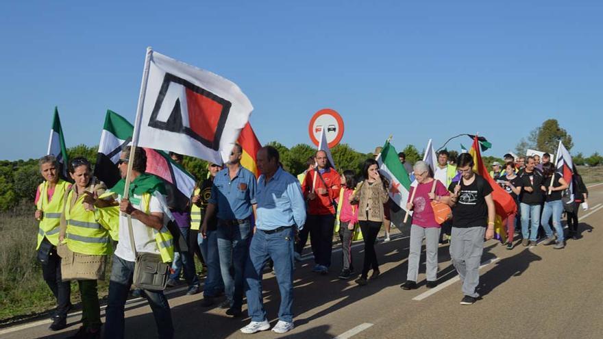 El Campamento Dignidad en su camino hacia la finca de Arias Cañete, una de sus acciones más recientes  \ Ignacio Tudela