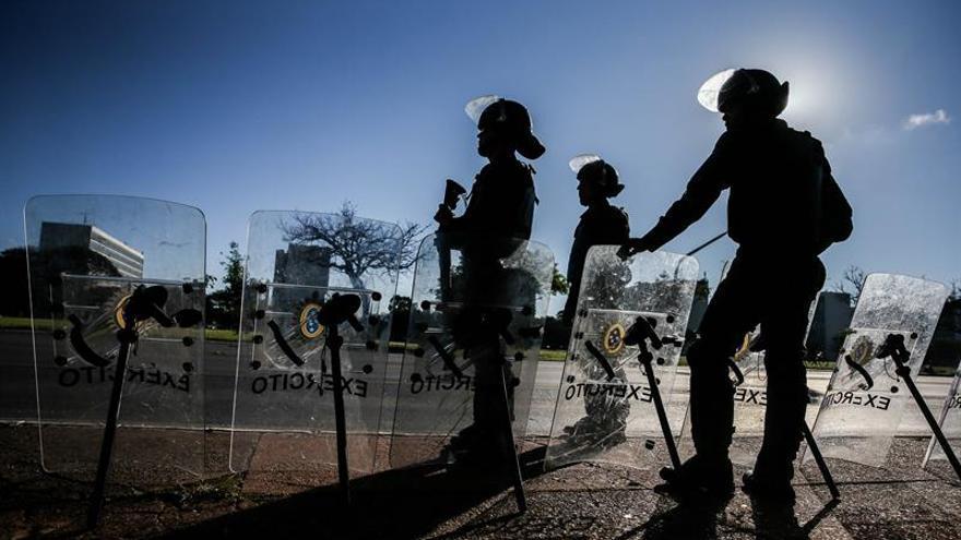 Temer autoriza que las Fuerzas Armadas refuercen la seguridad en Río de Janeiro