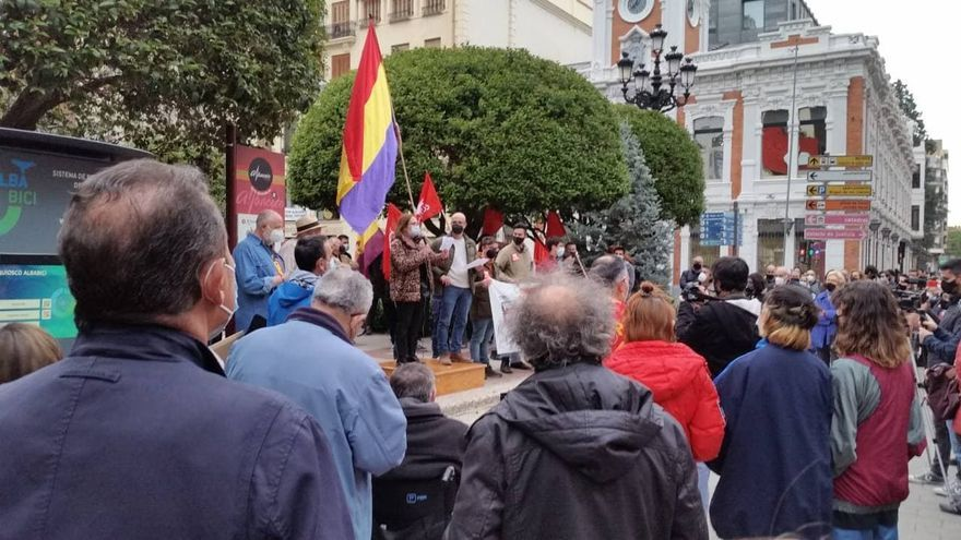 """""""Hablar de República es hablar de un país ecologista, feminista y plural"""": así fueron los homenajes en Toledo, Albacete y Ciudad Real"""