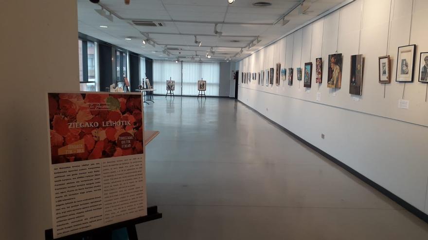 Exposición del etarra Jon Bienzobas, totalmente vacía a unas horas de su cierre