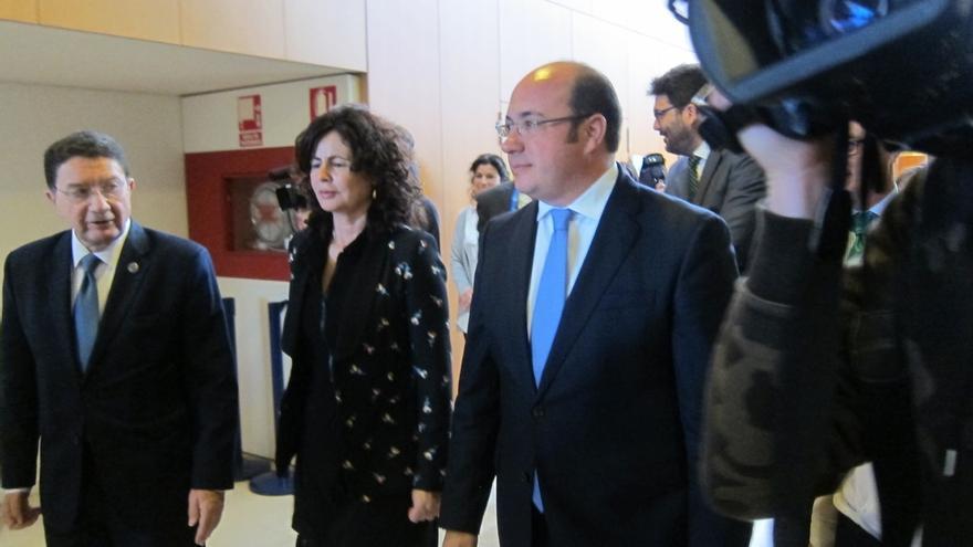 El presidente de Murcia no aclara cuando supo la postura de la Fiscalía de no investigarle por Púnica