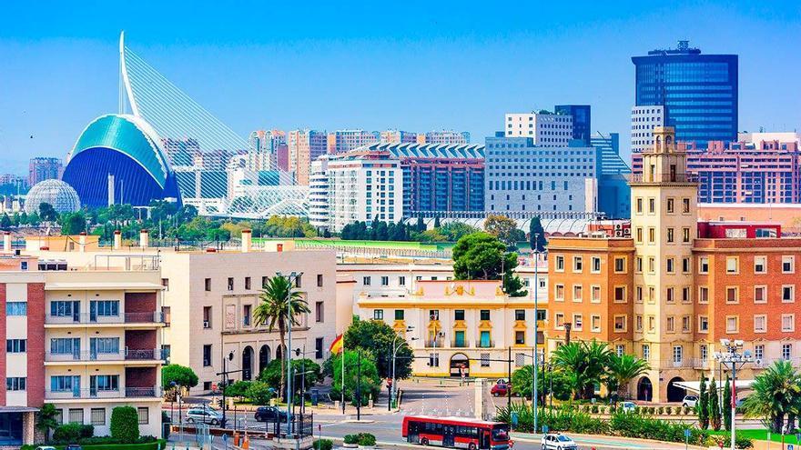 Una vista de Valencia con la Ciudad de las Artes y las Ciencias al fondo