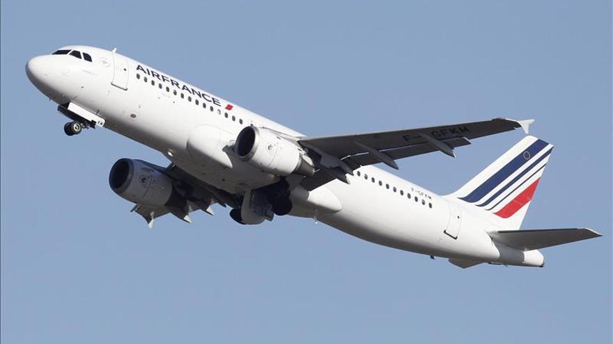 Avión de Air France escoltado por cazas de EE.UU. por amenaza de armas químicas