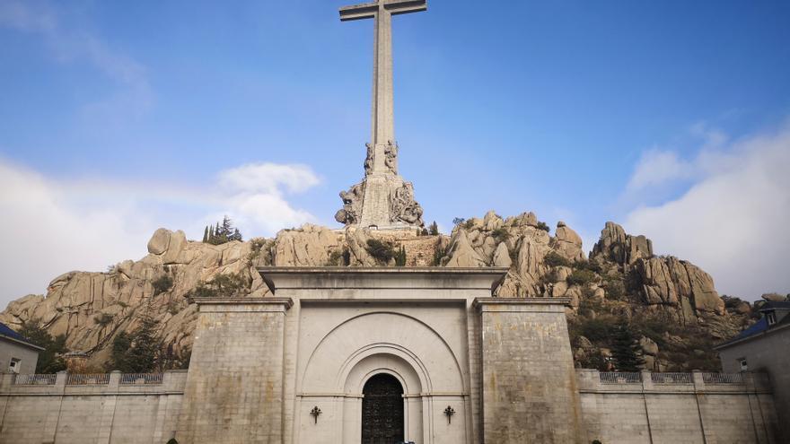 La Guardia Civil prohíbe el acceso a la Basílica del Valle de los Caídos.