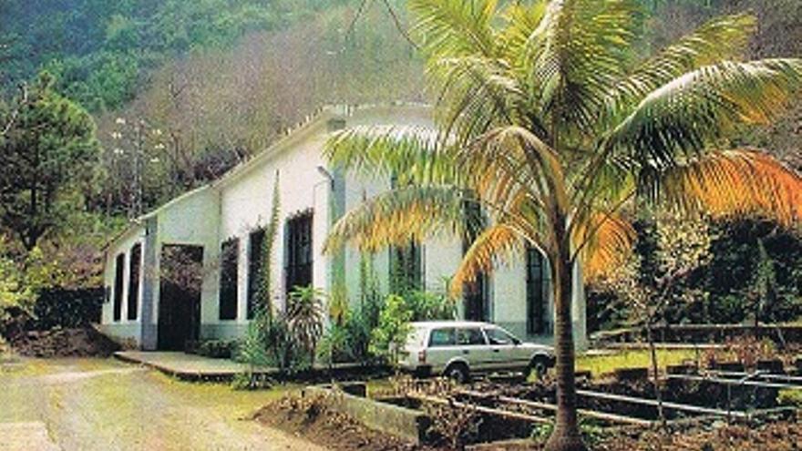 Exterior de la central hidroeléctrica de El Mulato situada en el barranco de Los Tilos.