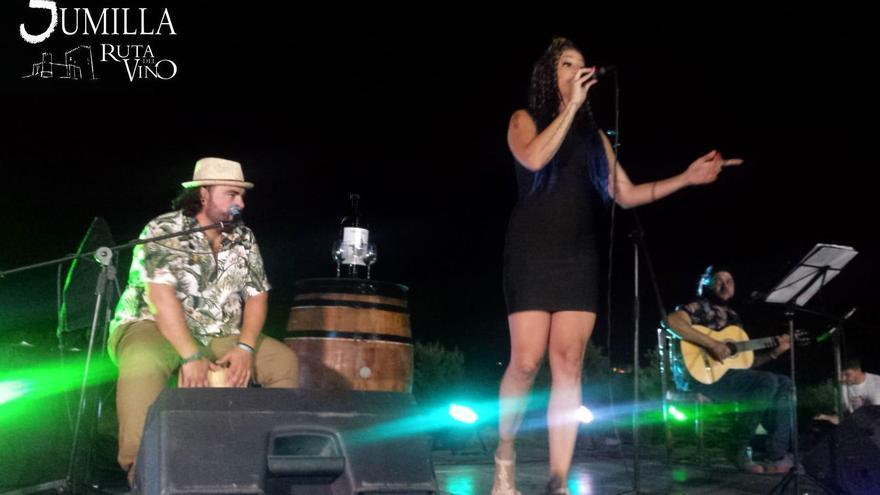 La actuación del trío Vicky Aguamarina en la clausura de 'Musica Entre Vinos 2019', en la Bodega Viña Campanero